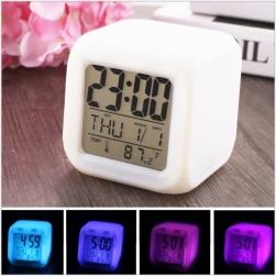 Đồng hồ báo thức kỹ thuật số tự đổi màu kiêm lịch, nhiệt kế, có đèn led đổi màu