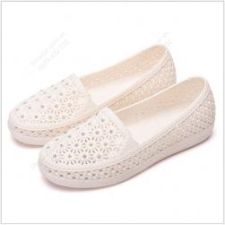 Giày lười nữ nhựa PVC rất mềm dẻo, chống thấm nước, đi êm chân